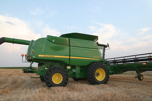 Callum parks his combine so the JD reps can work on it.