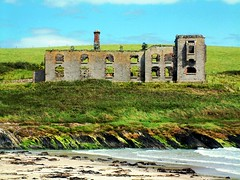 ruinous isolation (silyld) Tags: ireland irish strand ruins cork isolation burntout 1920 corcaigh howes costguard kilbrittain howesstrand coastguardhouse ruinousisolation costguardstation iraattack