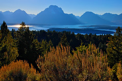 Jackson Lake from Signal Mountain (Fort Photo) Tags: lake mountains nature sunshine landscape nationalpark nikon d70 nps lotr wyoming teton tetons wy grandtetonnationalpark jacksonlake signalmountain supershot specland abigfave platinumphoto impressedbeauty megashot