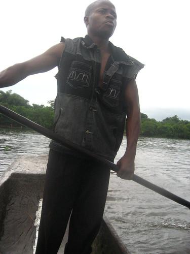 Pinancier crossing the Tshopo