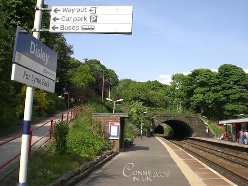 Disley 火車站,還寫著 For Lyme Park 生怕旅客過站般。