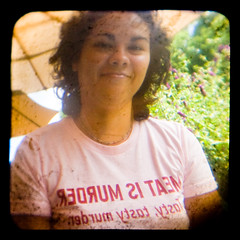 redrum, tasty tasty redrum (JKnig) Tags: pink woman smile umbrella friend photographer purple tshirt esther argoflex ttv argoflexseventyfive esther17 throughtheviewfinder meatismurdertastytastymurder noanimalswereharmedinthemakingofthisphotograph goodtimespeoplegoodtimes havingsomelunchatthedepotincoldspring watchingthetrainsgoby shootingthepurplebutterflybushes andfeedingtheferalcats