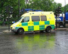 Mercedes Benz Sprinter 416/? (barronr) Tags: las england london ambulance londonambulanceservice 7032 lj54geu