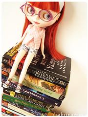 Pocket book addicted (Sabrina Eras) Tags: glasses bigeyes book doll candy plastic blythe redhair cherryontop modmolly
