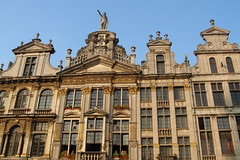 Grand Place, Brussels, Belgium. Le Pigeon / De Duif house ,1697  ( Victor Hugo resided here in 1852) on the left. (Rosa Klein) Tags: houses brussels home les de grande place belgium belgique maisons pigeon eu bruxelles des victor es hugo guild corporations peintres the duif begia gildenhuizen begija