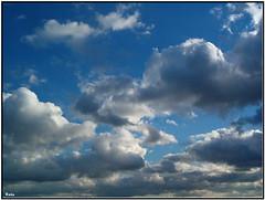 Nuages (*Toia*) Tags: gmt digitalcameraclub justclouds goldstaraward flickrlovers vosplusbellesphotos