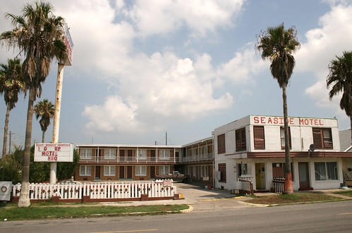front view of seaside motel