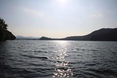 逆光の小野川湖