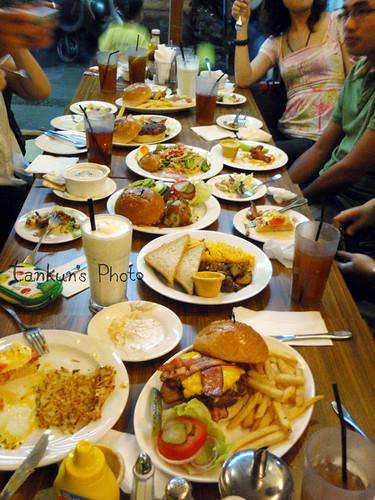 整桌滿滿滿