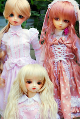 Pink, pink and pink! (nettness) Tags: rose toys doll dolls sd matilda wig bjd dollfie superdollfie volks sd10 pinkhair abjd pinkeyes bianka momoko arttoys balljointeddoll balljointdoll schoolb schb pureskin suiseiseki souseiseki normalskin schoolheadb rabiruna classroomheadb