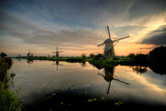 World Heritage Kinderdijk (Esther Seijmonsbergen) Tags: sunset holland windmill searchthebest dusk thenetherlands windmills unesco explore picturesque hdr kinderdijk alblasserwaard worldheritage molens 3xp estherseijmonsbergen millnetwork wwwdigitalexposurephotographynl fotograafrotterdam