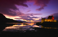Eilean Donan in the sunset (Semi-detached) Tags: sunset skye castle saint st landscape island evening scotland highlands december angle wide picture scottish sigma glen highland loch 1020mm 2008 1020 eilean donan duich dornie