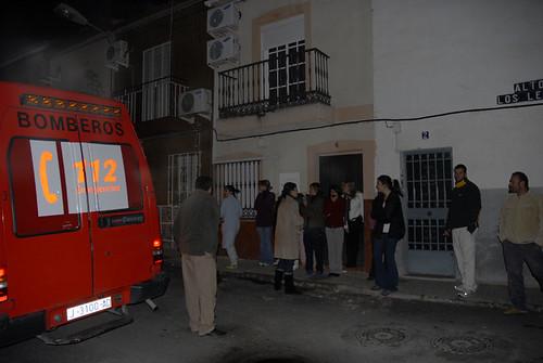 Vecinos en la calle por el incendio de un transformador en La Alcantarilla. /francis