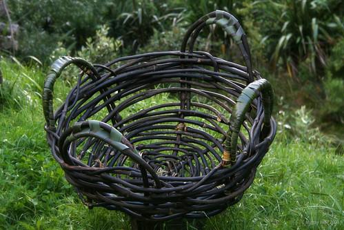 Supplejack firewood basket