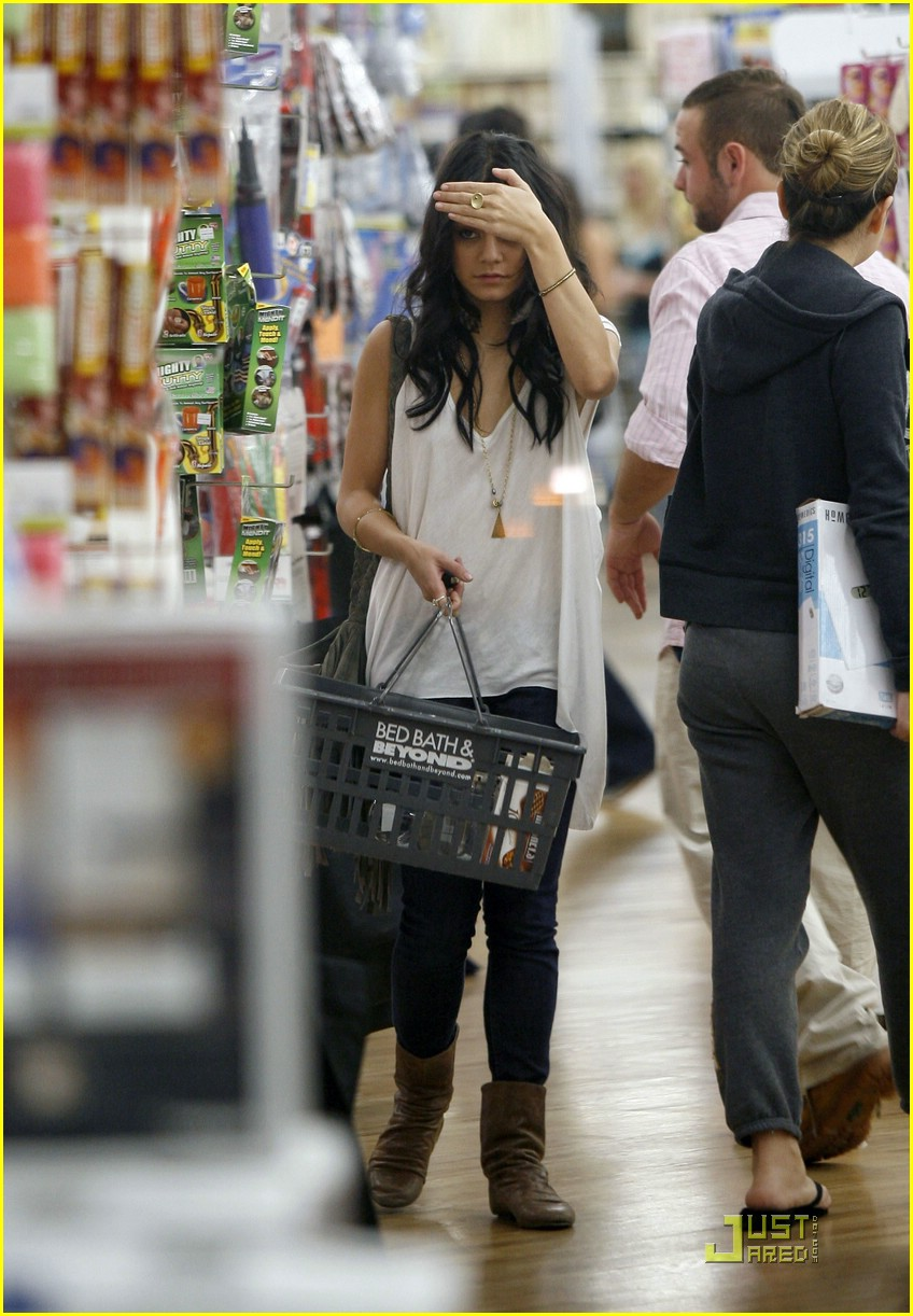 vanessa-hudgens-bed-bath-beyond-09