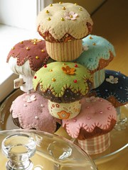 Cupcake Pincushions (PatchworkPottery) Tags: handmade sewing crafts felt cupcake pincushion