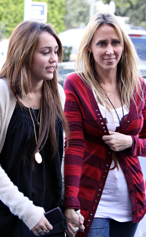 Miley Cyrus's BFF Sets A Bad Example! 1/1