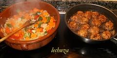 Coles con albondigas-sarten y olla