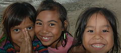 Three faces: kids at Lembongan Island, Bali (Tempo Dulu) Tags: poverty children indonesia smiles lembongan jungutbatu beautifulbali 22169453n04