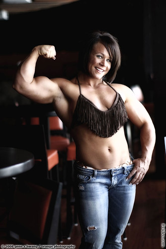 Aleesha Young Flexes Sexy Muscles In Wow Photo