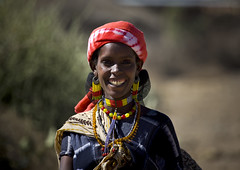 Oromo woman smiling, Ethiopia (Eric Lafforgue) Tags: africa woman smile tribal ethiopia tribe jewels sourire tribo tribu eastafrica thiopien harar etiopia ethiopie etiopa 2670 oromo lafforgue  etiopija ethiopi  etiopien etipia  etiyopya