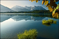 Barmsee (DaAnda) Tags: reflections karwendel barmsee bavaria bayern water grass summertime mountains blue sky morning nature outpost nikond80 nikon rock clouds white distance view hiking landscape berge montagne wandern photo foto 1870mm 70300mm color bw farbe himmel wolken bluesky alps alpen alpi europe europa karwendelgebirge natur landschaft naturschutzgebiet colors farben wasser longexposure langebelichtungszeit runningwater fallingwater waterfall flickr daanda d80 camera tags photostream digital spiegelreflex spiegelreflexkamera dslr photography