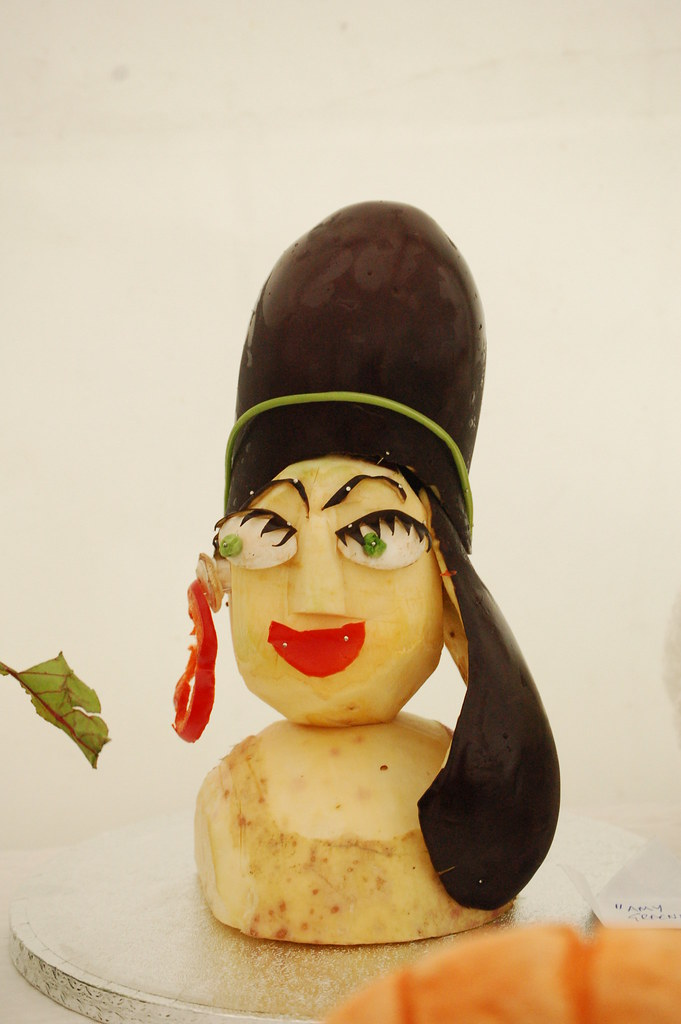 Amy Greenhouse - Amy Winehouse in vegetable sculpture