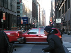 Bild 083 (araber) Tags: nyc streets cars bike busy wallstreet businesspeople inahurry bigcitylife
