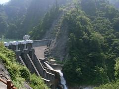黒部峡谷鉄道から見た出し平ダム