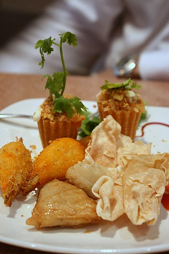 Platter of fried items and kueh pie tee