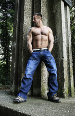 Muscle Hunk_7485 (picman1108) Tags: man male muscles piercing sneakers jeans denim bodybuilder anelluzzi