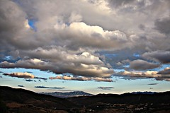 Nubes.Clouds. (ypsilon_malaga) Tags: espaa cloud sun mountain color colour sol rain clouds canon landscape photography eos photo lluvia spain colours foto image pueblo picture ciudad paisaje colores andalucia nubes tormenta vistas fotografia montaa malaga nube picnik villlage axarquia 450d imgen ypsilonmalaga