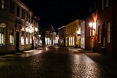 DK_Ribe_200707_025 (Old Creeper) Tags: street night denmark noflash cobblestone danmark ribe denemarken jutland flickrnoctambulant