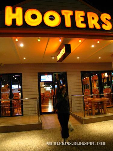 nicole and hooters bar