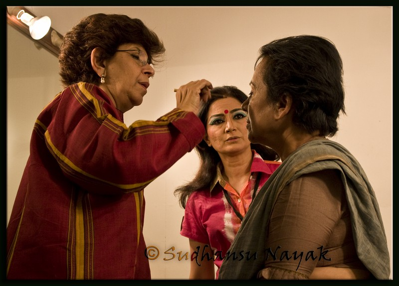 Natti-Binodini-Director applying the finishing touches