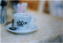 La Dolce Vita (s0phi3 / ) Tags: film cup coffee movie dof bokeh quote scan ladolcevita caff tazzina fellini develop analogic 50mmf18 pellicola nikonf55 analogico