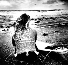 Banzai Beach - back portrait 3 (massi_pugliese) Tags: sea portrait blackandwhite mer white black 120 film beach girl square holga lomography surf mare waves kodak grain wave surfing 66 squareformat bianco nero quadrato ragazza onde 400iso tavola santamarinella grana palabra monart pellicola kodaktrix400 spaiggia analogico 123bw medioformato bwart backportrait banzaibeach aplusphoto ilfordwarmtone cartabaritata massimilianopugliese massipugliese