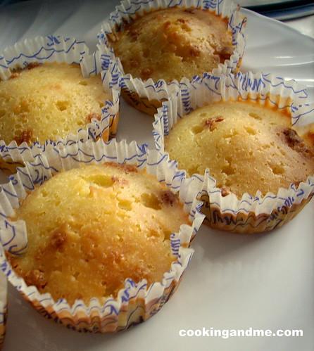 Basic Vanilla Cupcakes-Vanilla Sponge Cupcakes Recipe - Edible Garden
