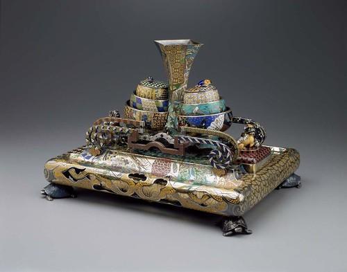 014 Pieza de escritorio-soporte y tinteros-Francia-Fréderic Boucheron-1876- plata dorada-decorada con baldosines y esmaltada-© 2009 Museum of Fine Arts, Boston