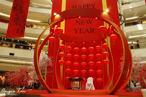 Acrobatic Lion Dance 2011 Cny @1-utama. the stage is ready for CNY
