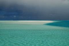 Aitutaki lagoon (msdstefan) Tags: pictures ocean trip travel sea vacation sky panorama sun holiday sol praia beach strand landscape island coast soleil sand pacific pics urlaub himmel bank playa nikond50 best insel southpacific ufer landschaft sonne plage rtw isla zon spiaggia nicest kste oceania aitutaki pazifik stefans ozean ammeer sdpazifik  strandfotos ozeanien  landschaftsbild aplusphoto  denizkys pazifischeinseln flickrestrellas 100commentgroup artofimages pazificislands bestcapturesaoi stefansbest