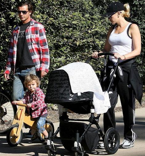 gwen-stefani-family-marc-jacobs-stroller
