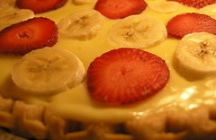 banana cream pie with strawberries