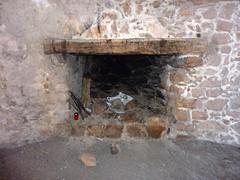 Boucle de la tour de Turghju : la cheminée de la salle intérieure de la tour