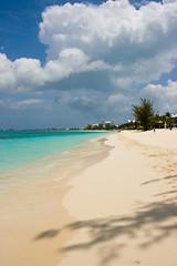 Seven Mile Beach (cheukiecfu) Tags: sea summer sky beach nature water geotagged georgetown resort clear caribbean whitesand caymanislands grandcayman sevenmilebeach geo:lat=1932349563 geo:lon=8138398290