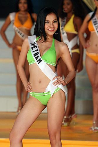 Miss Vietnam Nguyen Thuy Lam in bikini