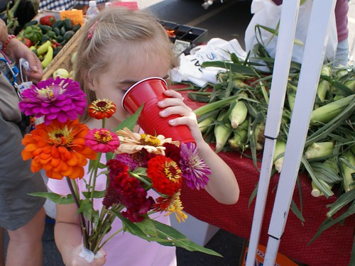 flowers, strawberry juice, corn... perfect day!