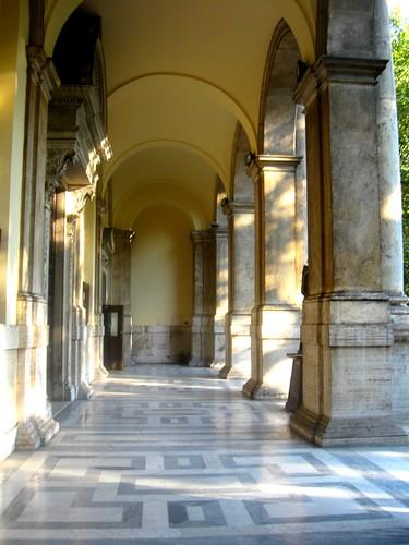 portique de la Basilique de