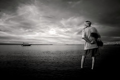 9974 (Nasey) Tags: sea sky people blackandwhite bw beach ir fisherman nikon d70s malaysia infrared dslr tamron terengganu ladang digitalinfrared kualaterengganu 1750mm tamronspaf1750mmf28xrdiiildasphericalif nasey modifiedbody nasirali pokweil