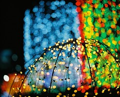 *'^+z] (june1777) Tags: snap street seoul night light christmas mamiya rz67 110mm f28 fuji pro400h 400 bokehlicious 400h 67 rz sekor pro h e t ee ff ww gg cc